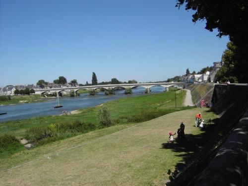 <p>Amboise comprend la charmante petite &icirc;le d&#39;Or sur la Loire. Le vieux pont prend appui sur cette &icirc;le pour enjamber les deux bras du fleuve.</p>