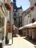 <p>La rue Nationale avec le beffroi (ou tour de l&#39;horloge).</p>